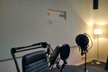 Эфирная студия на радиостанции